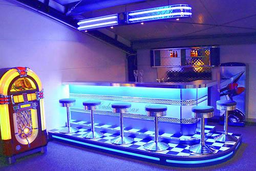 teneis fotos de los tipicos bares restaurantes americanos. Black Bedroom Furniture Sets. Home Design Ideas