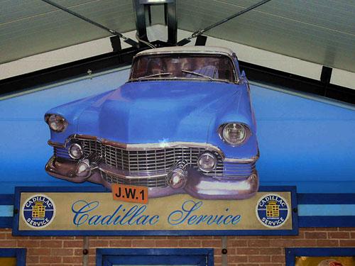 American Warehouse - Oldtimer Garage & Kulissenbau